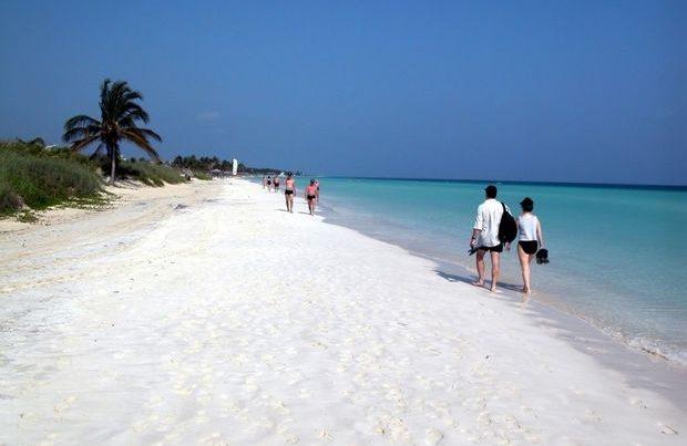 Kuba turistlərin qəbuluna başlayır
