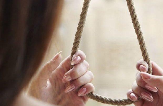 Oğuzda 17 yaşlı qız intihar etdi