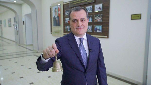 """Azərbaycanda ilk dəfə onlayn məzun günü: Təhsil naziri """"Son zəng""""i çaldı"""