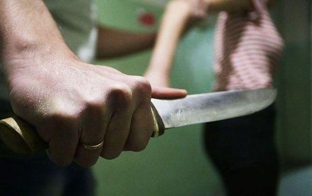 Azərbaycanda kişi keçmiş arvadını bıçaqladı