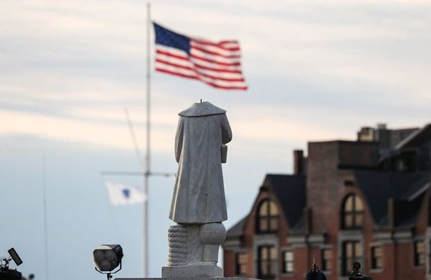 ABŞ-da prezidentin heykəli dağıdıldı