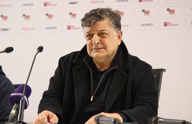 Türkiyə klubunun baş məşqçisi və futbolçuları koronavirusa yoluxdu
