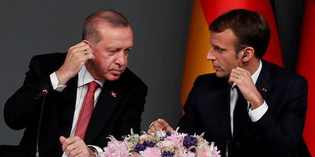 """Makron Türkiyəni hədələdi: """"Təhlükəli oyun oynayırlar"""""""
