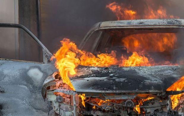 """Sumqayıtda """"Opel"""" yandı"""