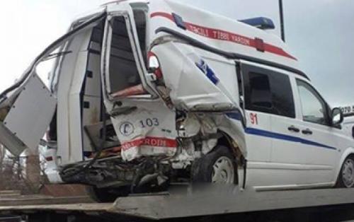 Azərbaycanda COVID-19-un həkimləri qəzaya düşdü, 8 nəfər yaralandı