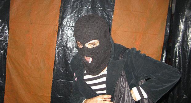 Samuxda qadının evinə maskalı basqın edənlər tutuldu – FOTO