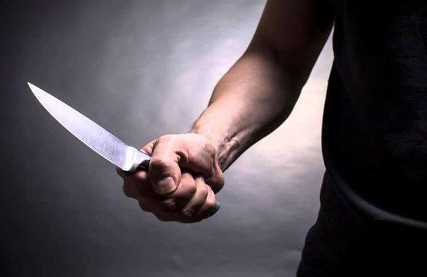 Bakı sakini küçədə bıçaqla hədələnərək qarət olundu