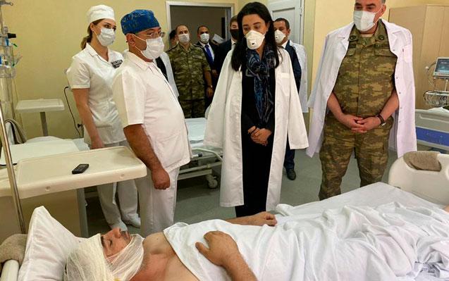 Ombudsman yaralı hərbçilərə baş çəkdi – Foto