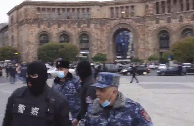 Yerevanda aksiyanı oliqarxların üzümaskalı cangüdənləri dağıdıb