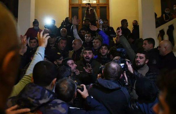 İrəvanda etirazçılar Ermənistanda Nazirlər Kabinetinin yenidən qurulmasını tələb edir