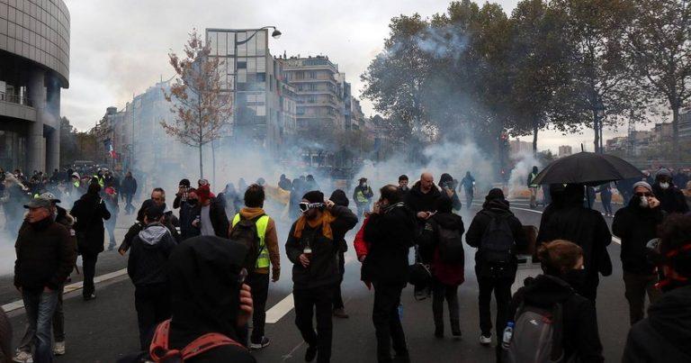 Parisdə polis gözyaşardıcı qaz və su şırnaqlarından istifadə etdi