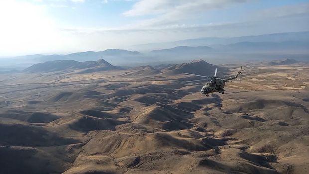 Rusiya helikopterləri Qarabağda sülhməramlıları müşayiət etməyə başladı – VİDEO