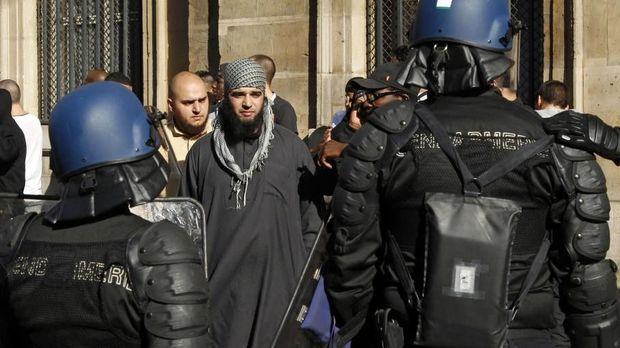 Fransada İslam dinini təbliğ etmək üçün rəsmi akkreditasiyadan keçmək məcburi olacaq