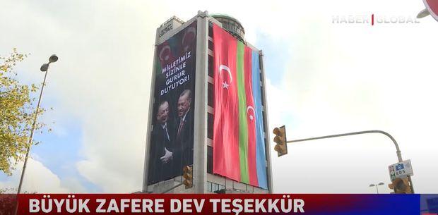 İstanbulda Türkiyəyə dəstək aksiyası: Hotel binası qardaş dövlətlərin bayraqlarına büründü – VİDEO/FOTO