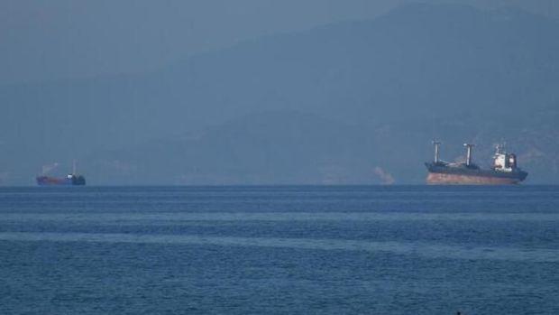 Türkiyənin Quşadası bölgəsində iki yük gəmisi toqquşdu