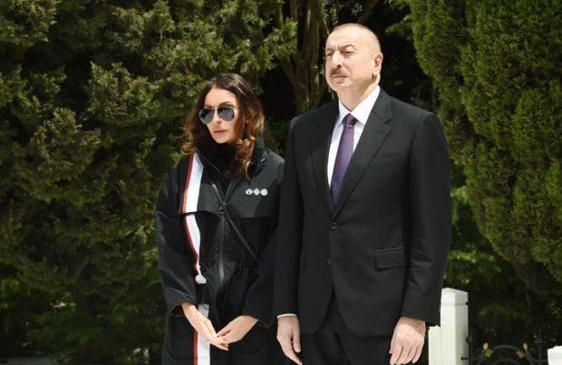 İlham Əliyev və Mehriban Əliyeva Şəhidlər xiyabanında – VİDEO