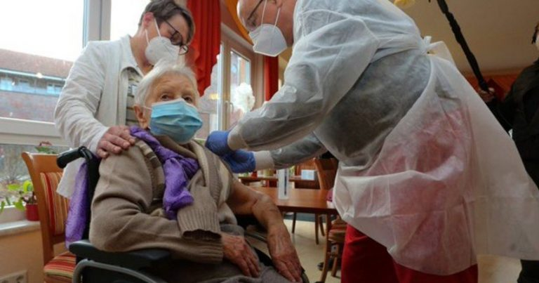 Almaniyada peyvənd edilən ilk şəxs 101 yaşlı qadın oldu