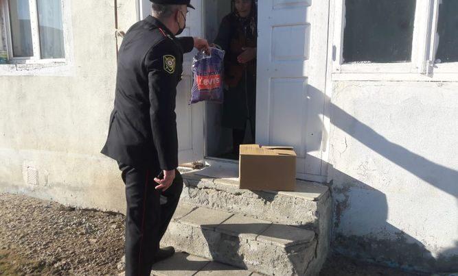 Xocalının Polis Şöbəsinin əməkdaşları bayram sovqatı paylayıb –FOTO