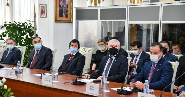Azərbaycan diplomatı Qazaxıstanda qızıl medalla təltif olundu