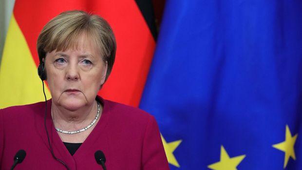 Merkel Almaniyada koronavirus məhdudiyyətlərinin yumşaldılmasını istədi