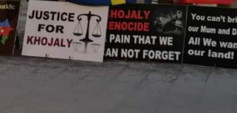 """Stokholmda """"Xocalıya ədalət!"""" plakatları yerləşdirilib – FOTO"""