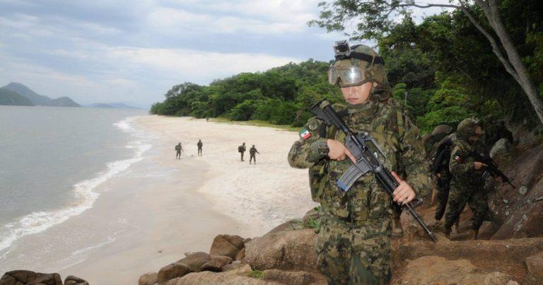 Meksikada hərbçilər narkokartel üzvlərini silah arsenalı ilə yaxaladı