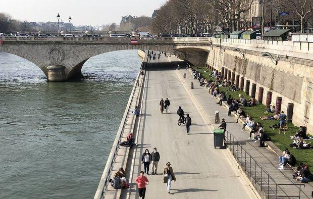 Paris polisi sakinlərin Sena çayının sahilində istirahətinə icazə verməyib