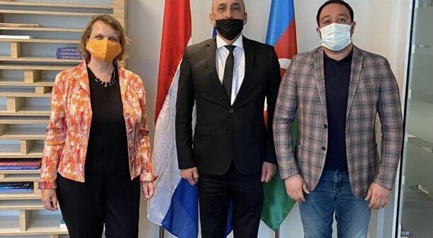 AAK rəhbəri Niderland Krallığının Azərbaycandakı səfiri ilə görüşüb