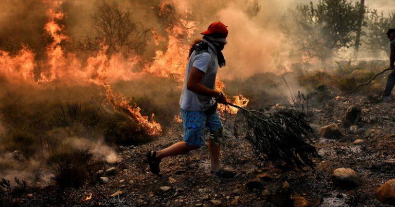 Yunanıstanda meşə yanğını tüğyan edir