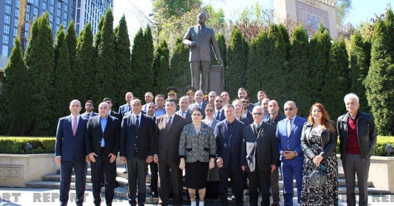 Kiyevdə Heydər Əliyevin abidəsi ziyarət edilib