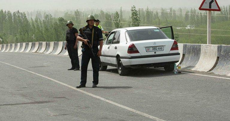 Tacikistan hərbçiləri dinc sakinlərin evlərini atəşə tutub