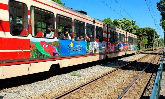 Haaqada Azərbaycanı reklam edən tramvay üç ay dolaşacaq