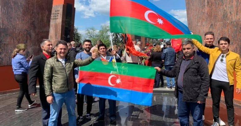 Diaspor sədri Elçin Bayramovdan Azərbaycan bayrağına HÖRMƏTSİZLİK